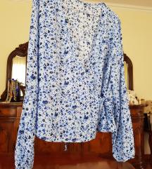 Cvetna plava bluzica na preklop