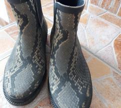 Gumene mat cizme