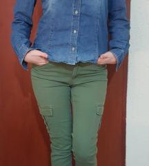 Maslinaste pantalone + teksas kosulja za 1000!