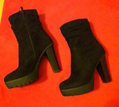 Potpuno nove cizme platforme na punu petu