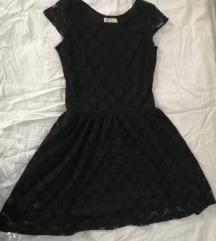 Crna čipkasta haljinica