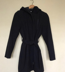 Crni kaput sa kapuljačom