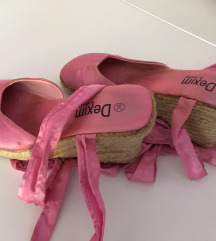 Pink satenske sandalete