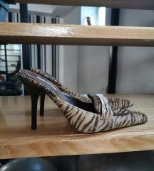 Le silla atraktivne papuče