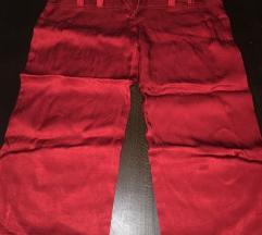 Crvene kratke pantalone