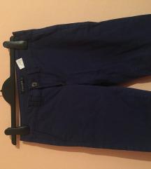 Nove teget pantalonice