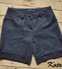 KOTON kratke pantalone sa manzetnama