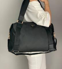 Potpuno nova crna Prada torba