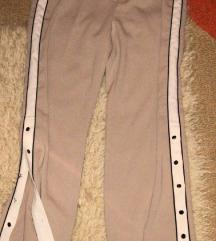 Nove pantalone sa dugmicima M/L