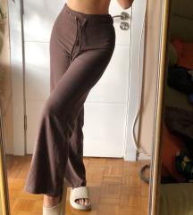 Braon pantalone sa sirim nogavicama