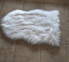 Dekorativan cupav beo tepih