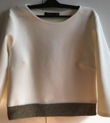 Bela bluza sa zlatnim detaljem