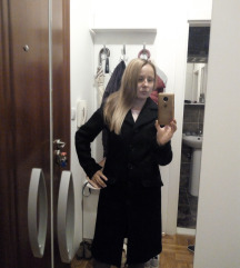 Kvalitetan, crni kaput