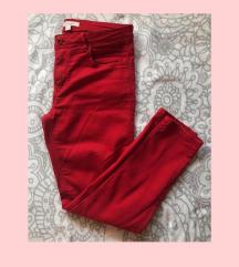 Upadljive crvene pantalone
