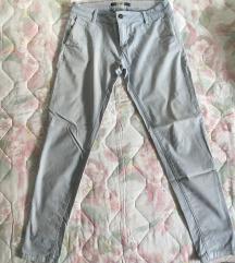 pull&bear pantalone sa plitkim strukom