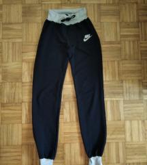 Duboka trenerka Nike