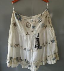 Sivo bela cvetna suknja, etiketa