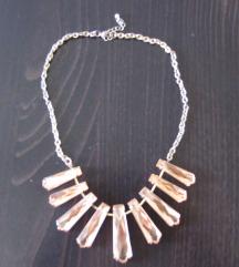 213. Ogrlica zlatni lanac, roze kraci