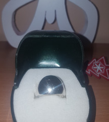 Srebrni prsten sa oznakom 925