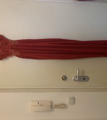 Crvena cipkana duga haljina