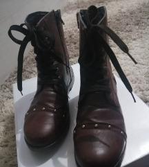 Braon ravne cizme na pertlanje