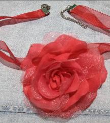 Crveni choker ruža