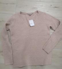 Nov puder rozi džemper