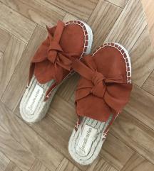 Papuce stradivarius