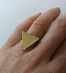 Trouglasti prsten