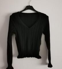 Nova crna bluzica sa karnerima na kraju rukava