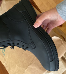 Pull and bear gumirane muske cipele