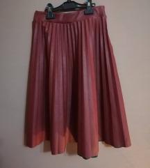 Plisirana bordo suknja