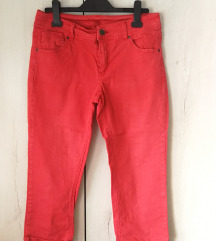 Crvene kapri pantalone