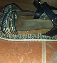 Kylie sandale divne