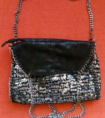 Crno-srebrna tašna sa lancima kao Stella McCartney