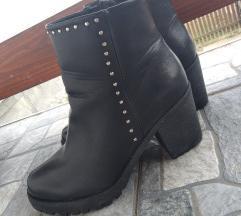 Kratke crne cizme 40