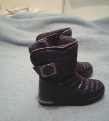 Zimske cizme postavljene