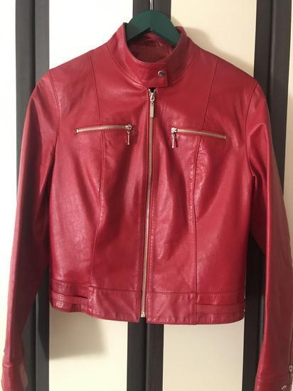 Crvena kozna jakna