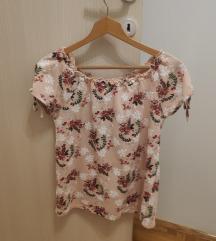 Roza majica na cvetiće