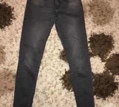 Crne pantalone-farmerke