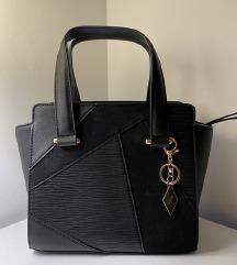 SNIŽENA Mala crna torba