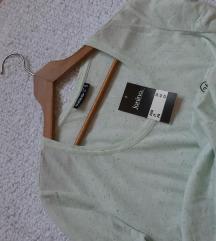 NOVA sa etiketom zelena moderna majica