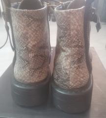 Vrh cizme sa zmijskim printom