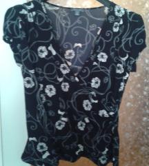 Crna bluza sa belim cvetovima 42-44