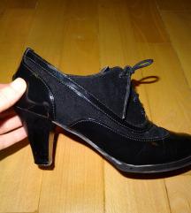 Crne cipele na pertlanje