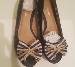 Differente sandale