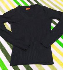 Crni džemper dugih rukava