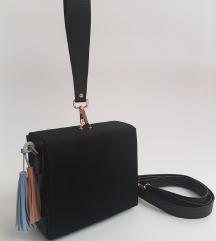 crna nova torbica SNIŽENA 1300