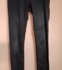 Dva para uskih pantalona