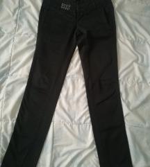 Crne pantalone 38